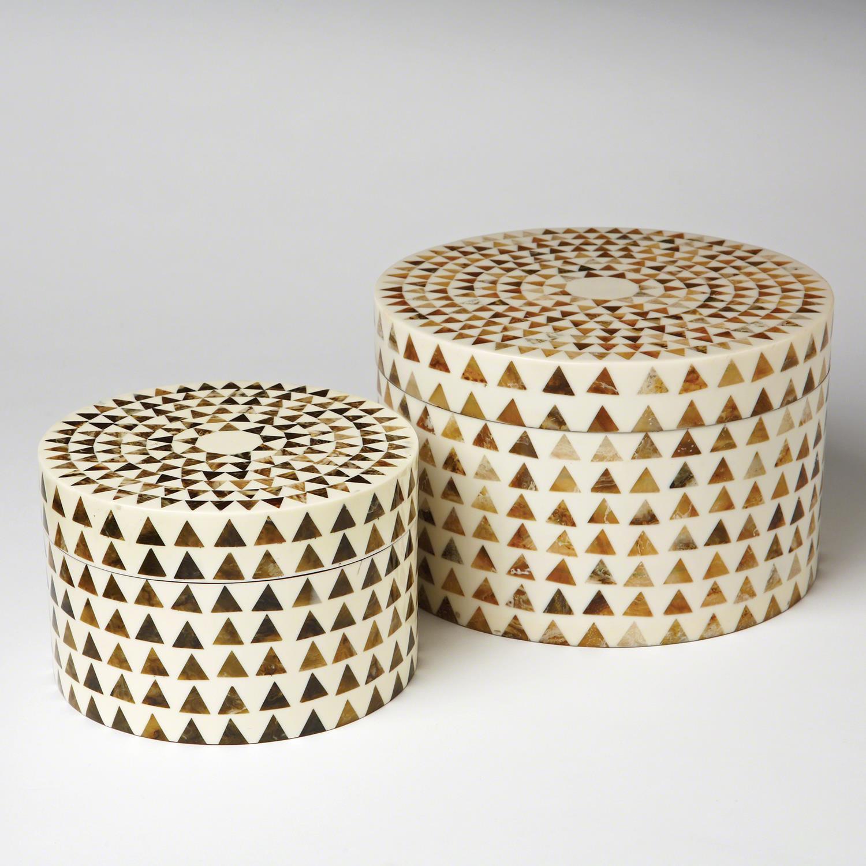 Triangle Stripe Box Round
