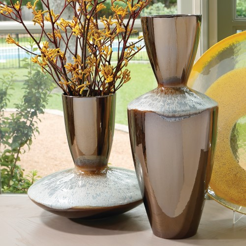 Marta's Vase-Bronze Reactive Blue